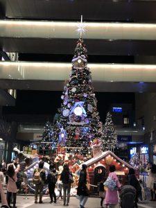 街はクリスマスカラー一色🎅